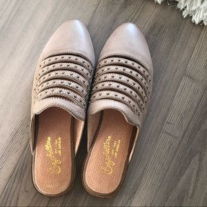 NWT Seychelles Redeem Studded Mule in Taupe